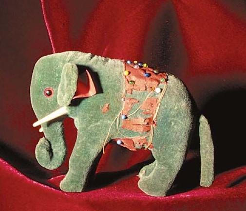 Мягкая игрушка в виде слона, сшитая Маргарет Штейфф по выкройке - первая мягкая игрушка